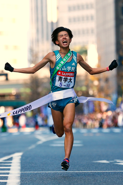 "ˆÀ""¡—IÆ/Yuya Ando (Aoyamagakuin-Univ), JANUARY 3, 2015 - Athletics : The 91st Hakone Ekiden Race, The 10th Section Goal at Otemachi, Tokyo, Japan.  (Photo by AFLO SPORT) [1180]"